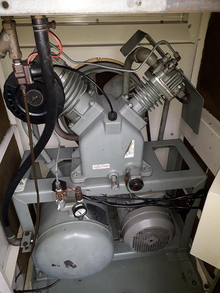 bán máy nén khí cũ piston tủ 5.5 kw có sấy, hàng bãi