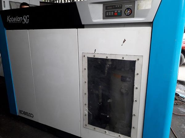 bán máy nén khí cũ Kobelco 75 kW