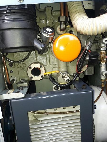máy nén khí trục vít cũ hình thức đẹp