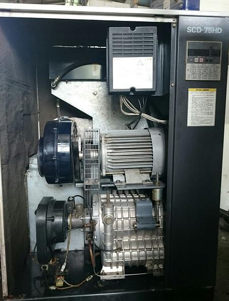 Máy nén khí trục vít Iwata  Atlas Copco 7.5 kW có tách ẩm
