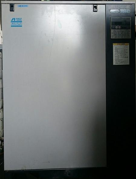 Máy nén khí trục vít Iwata Atlas Copco công suất 7.5 kW có hệ thống tách ẩm