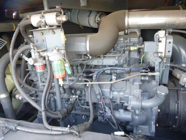 Bên trong máy nén khí Airman PDS655S máy đẹp