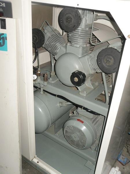 máy nén khí không dầu Hitachi 5.5 kW