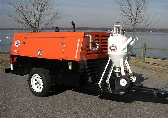 máy nén khí dùng để bắn cát làm sạch bề mặt