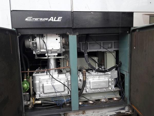 máy nén khí kobelco không dầu emeraude 145 kw làm mát bằng nước