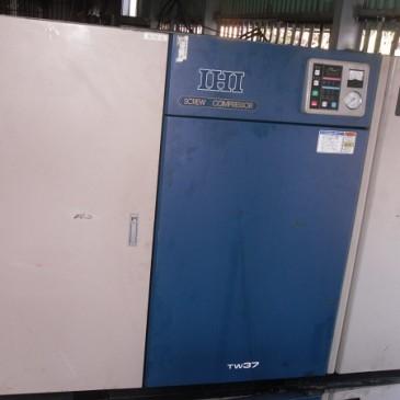 Máy nén khí trục vít cũ IHI 37 kw có hệ thống tách ẩm